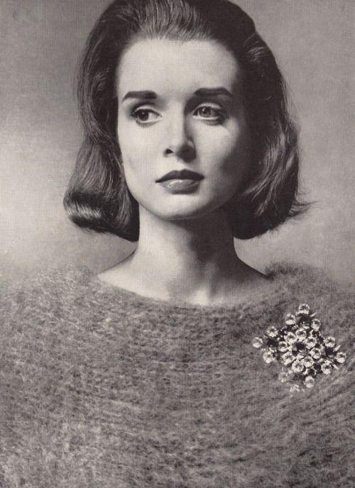 Huge collared sweater by Anne Rubin. Van S Authentics pin. Vogue 1959.