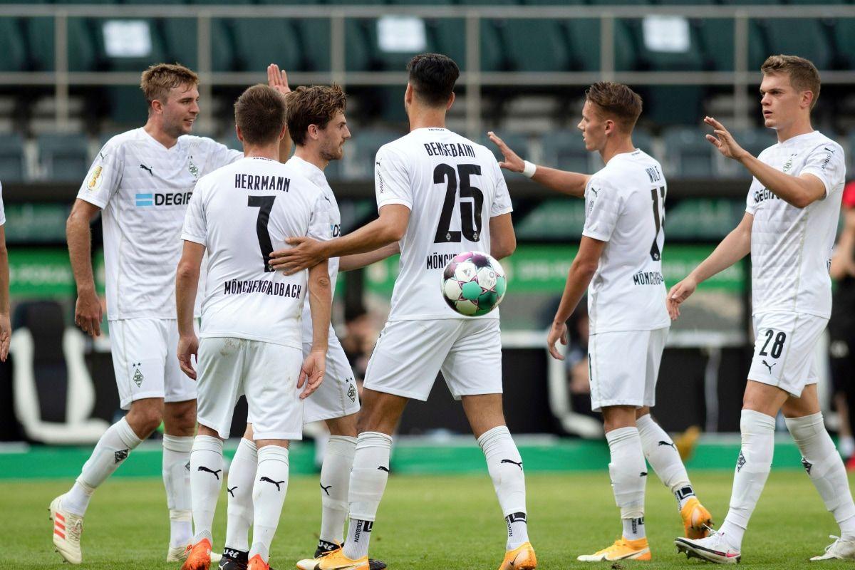 Dfb Pokal Borussia Monchengladbach Augsburg Cologne Crush Lower League Teams In 2020 Sports Sports News League
