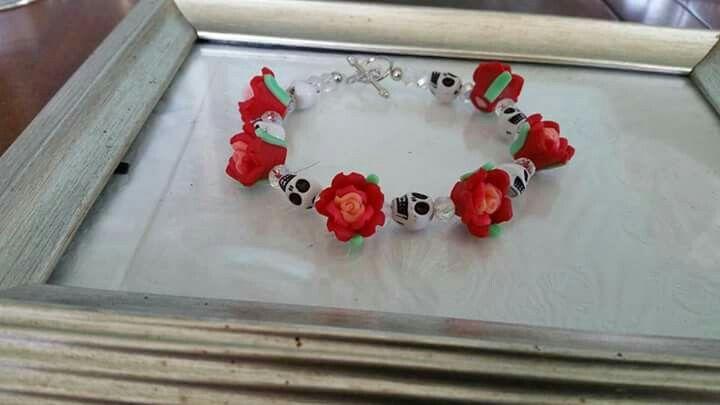 Red skull & roses