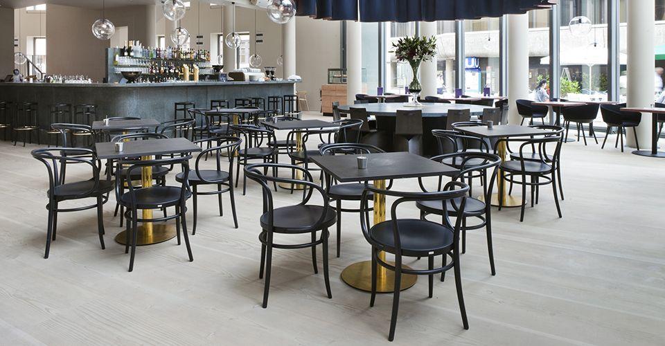 Thonetproject Restaurant Table Frankfurt Read More Http Bit Ly 2f63fpu Bugholzstuhle Restauranttische Design