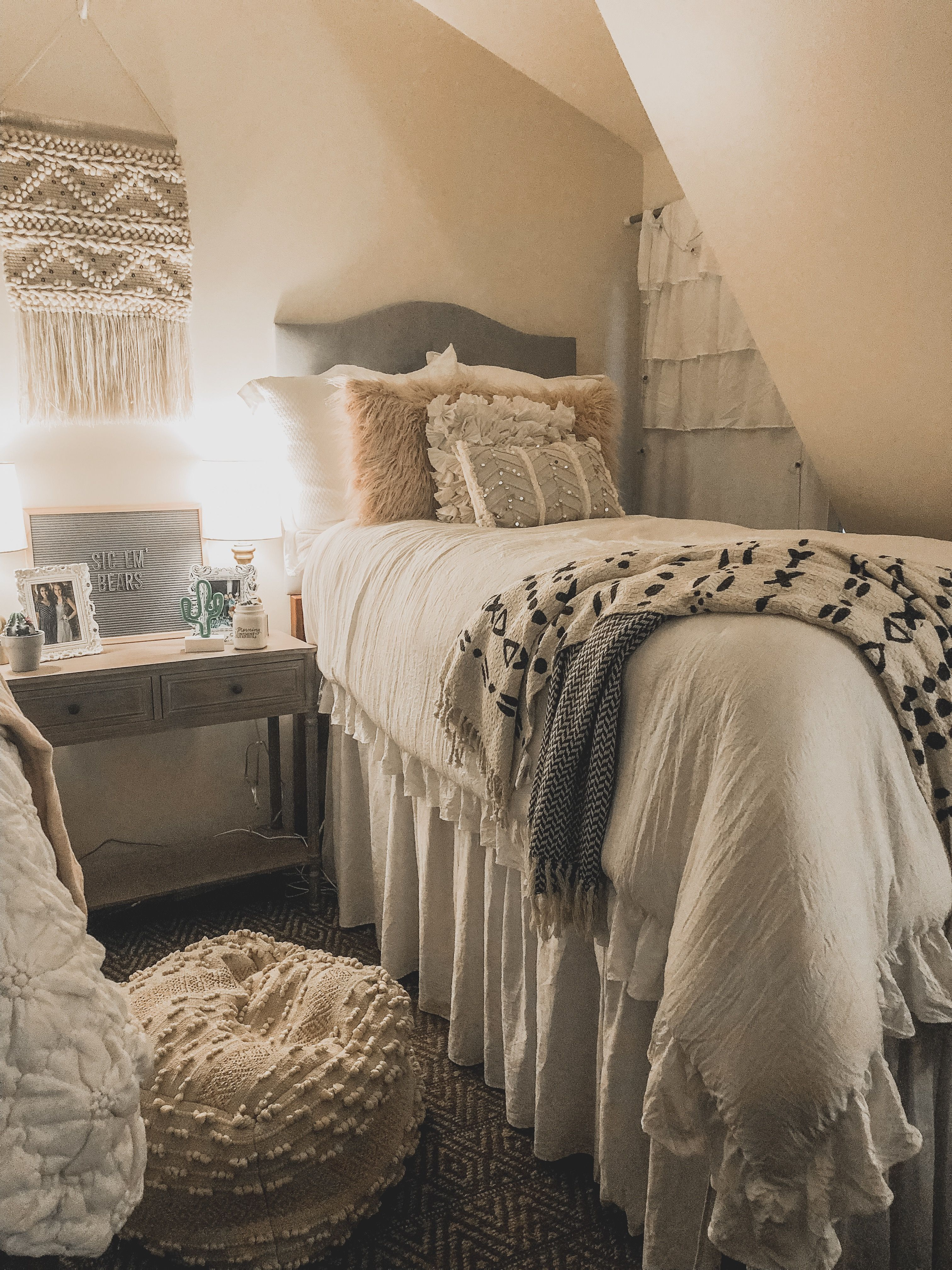Best Pinterest Kelsey Marie In 2019 Dorm Room Colors Dorm 640 x 480