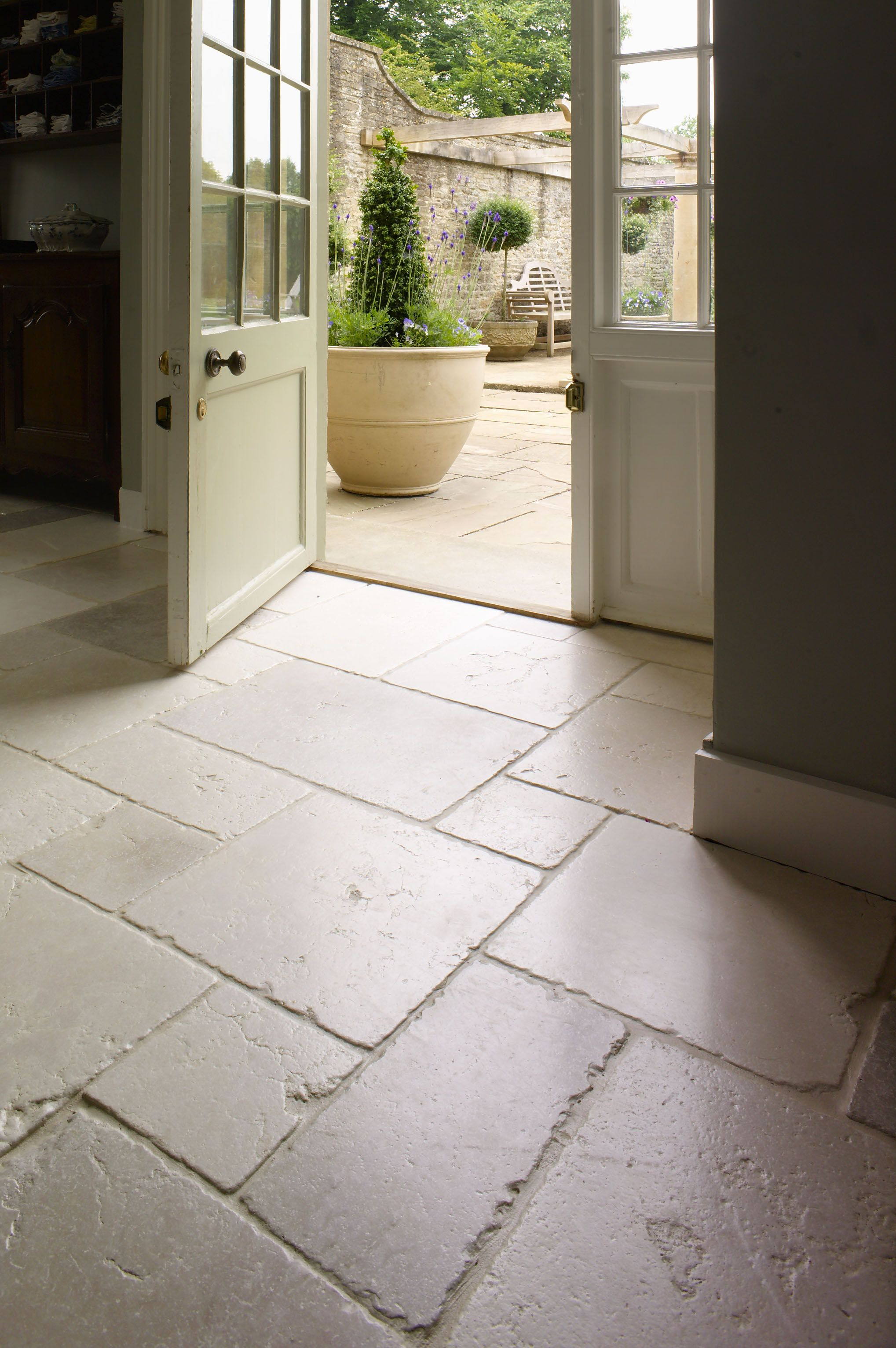 ST ARBOIS TUMBLED LIMESTONE Beautifully aged  A stylish and popular     A stylish and popular tumbled Limestone with delicate tones of linen  pale  greys  creams and the occasional blush of pink  Mandarin Stone