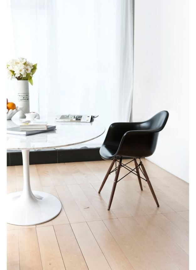 Saarinen table replica eero saarinen style table charming for Room and board saarinen table