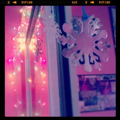 Christmas room decoration idea: hang Christmas lights from your closet and get…