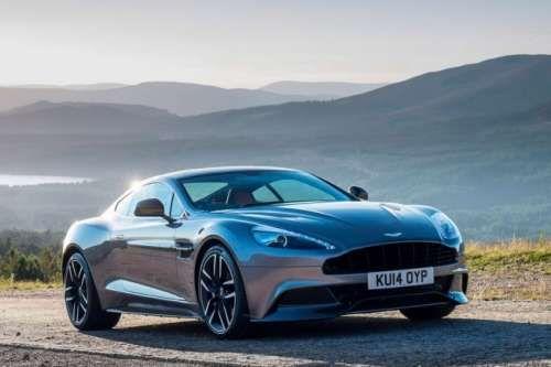 Рестайлинговая версия Aston Martin Vanquish 2015 модельного года. В середине текущего года компания из Великобритании представила модернизированный автомобиль Aston Martin Vanquish в кузове купе, а также его открытую модификацию с приставкой Volante в названии. Новинки получили более