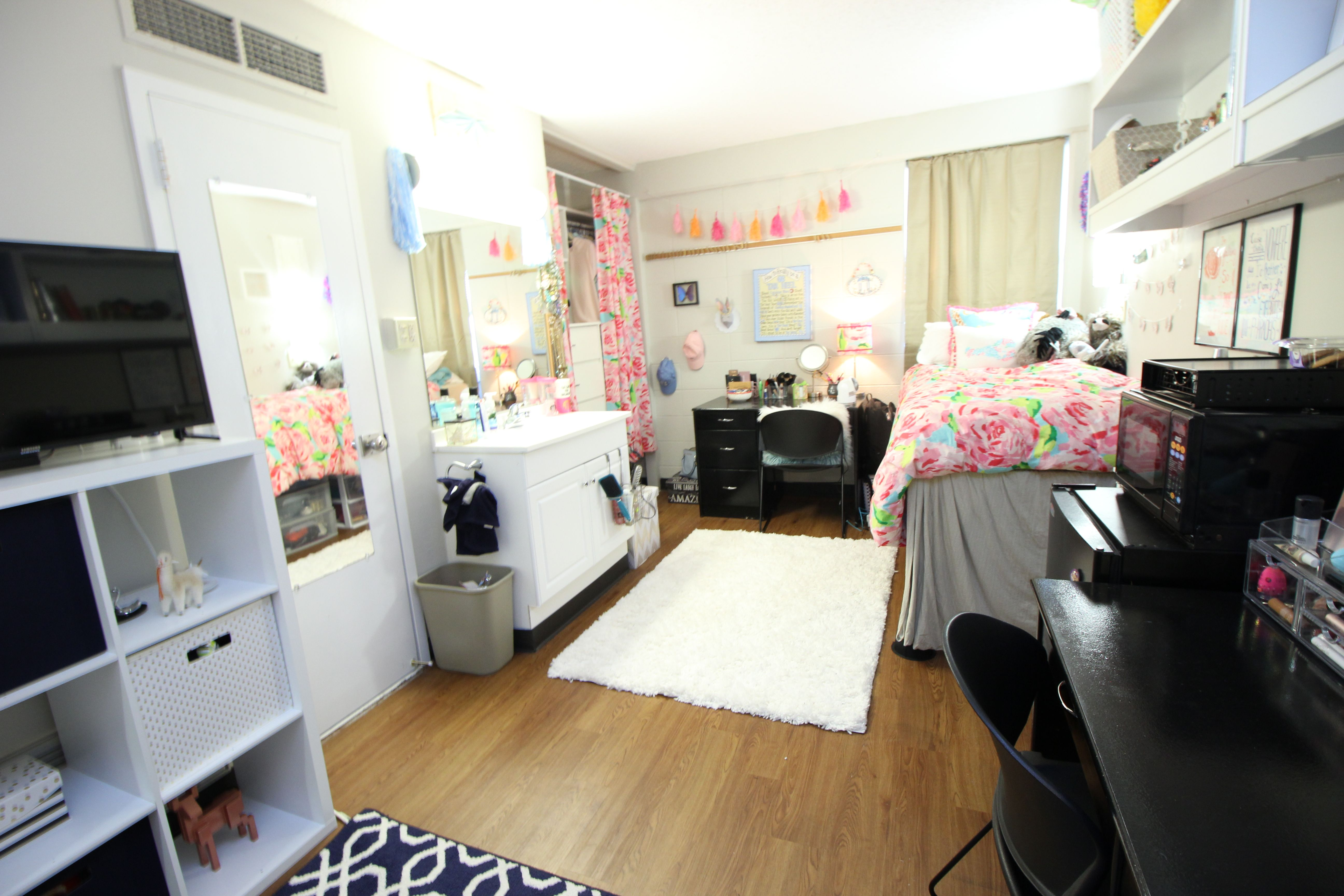 Contemporary Typical College Apartment Traditional Double Room Decorated By A Resident To Decor