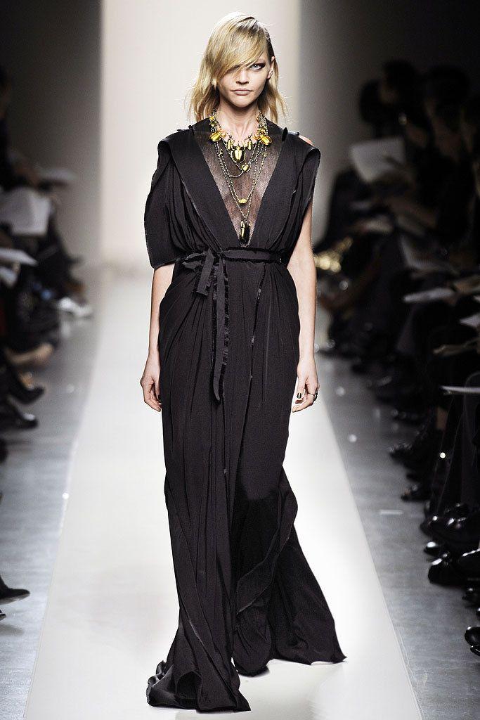 Bottega Veneta Fall 2010 Ready-to-Wear Fashion Show - Sasha Pivovarova