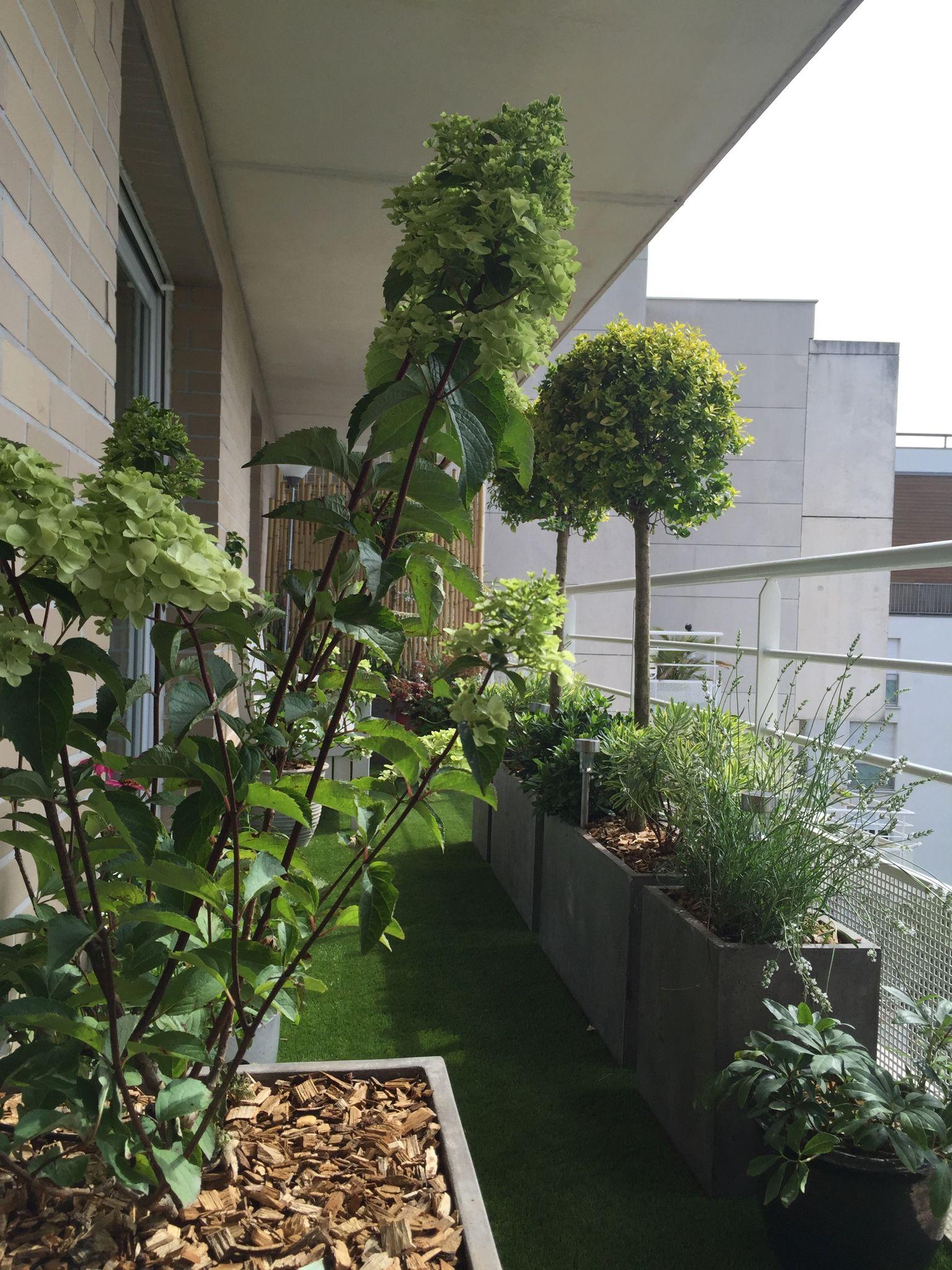 un air de campagne au balcon am nag dans une ambiance champ tre gr ce aux hortensias aux. Black Bedroom Furniture Sets. Home Design Ideas
