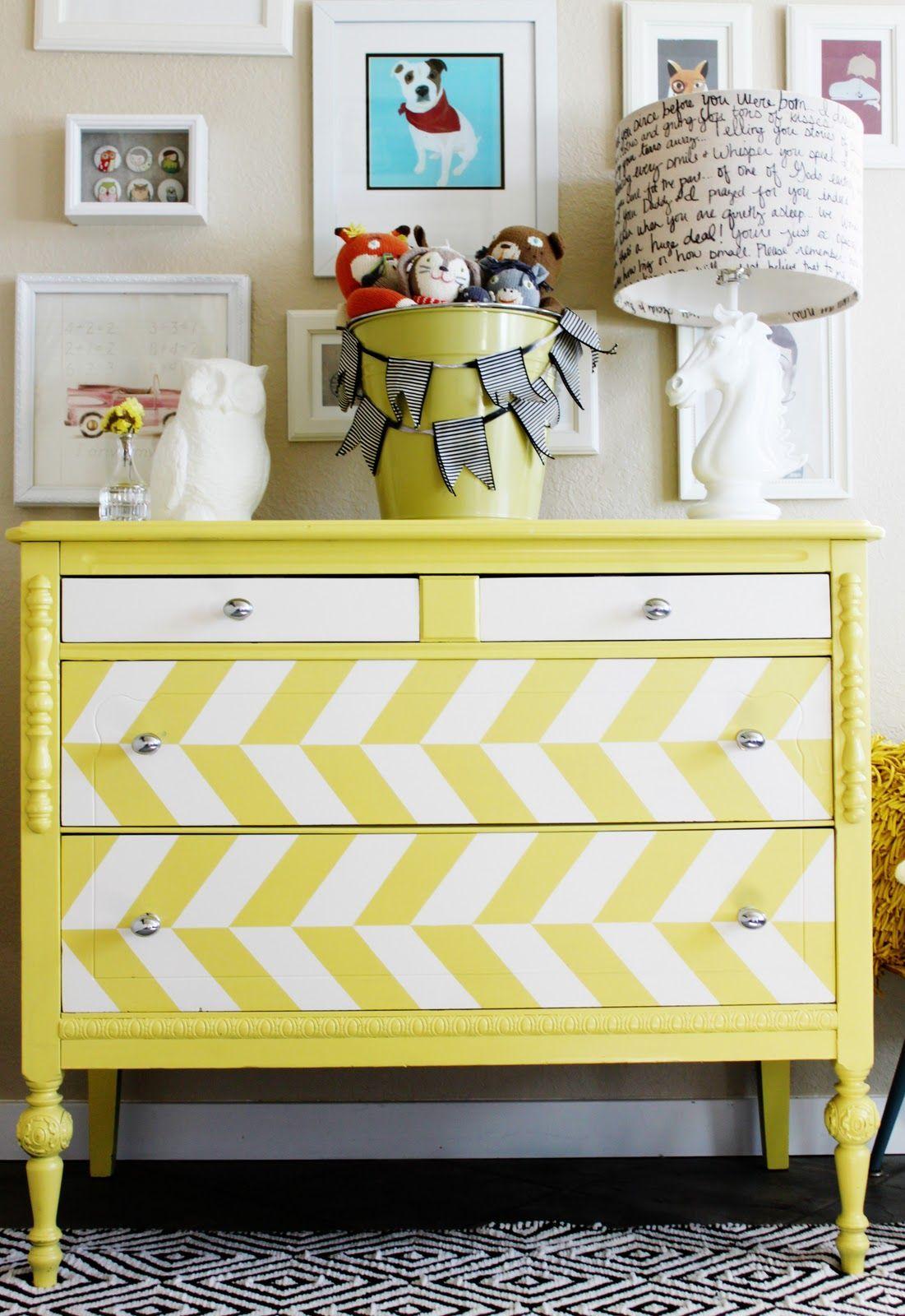 painted chest... #amarelo #decoração #armário
