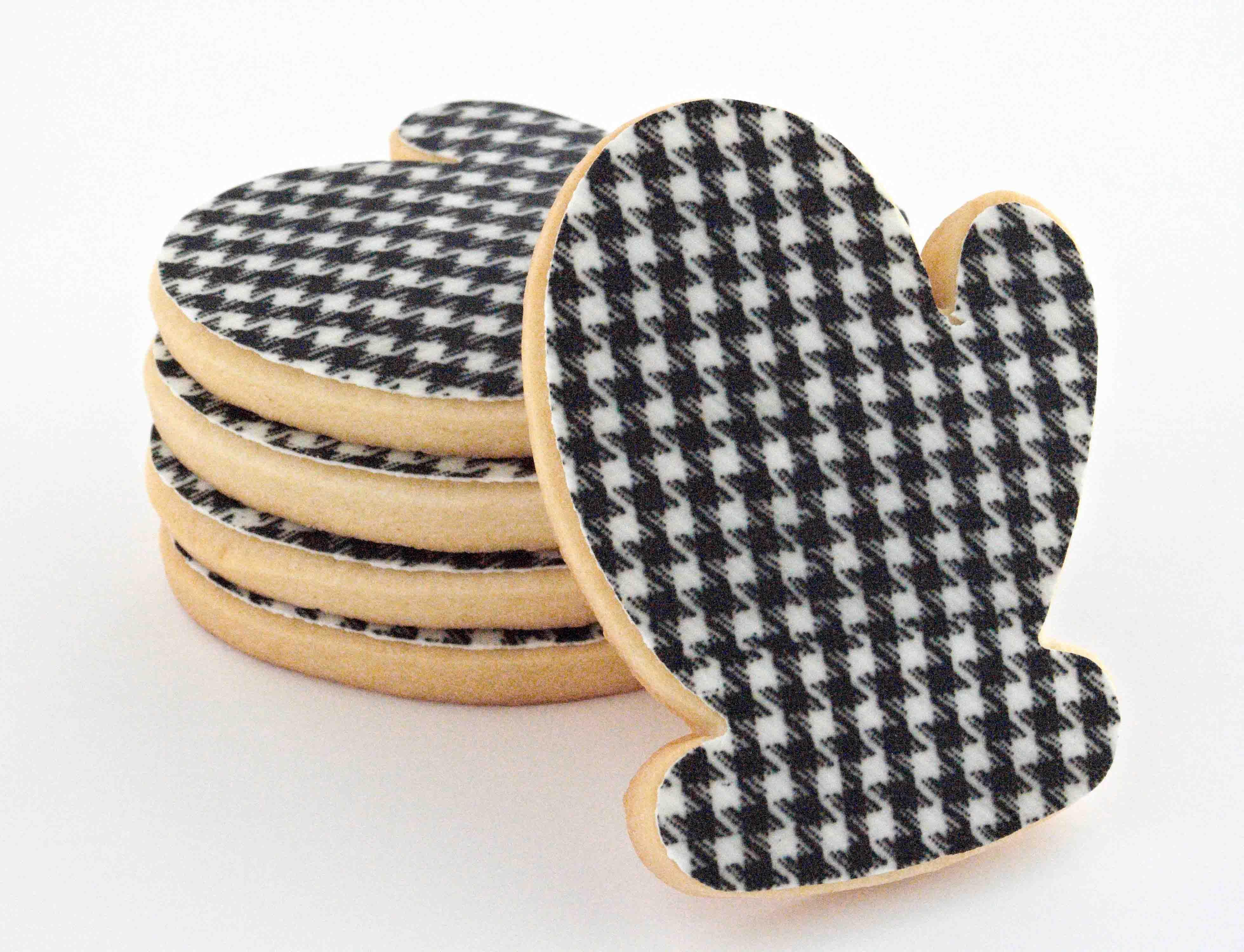 Houndstooth Cookies  http://www.ifeelcook.es/post/18348161430/manoplas-de-pata-de-gallo