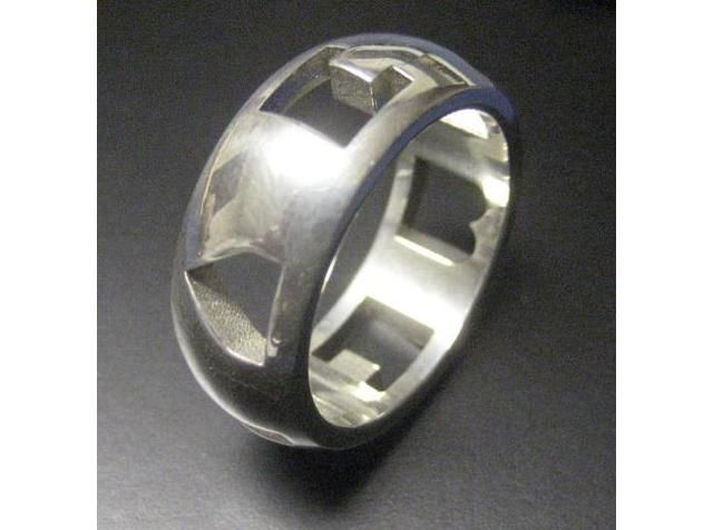 """""""I <3 U"""" Ring. Specially cut shapes to form """"I <3 U"""" when lined up."""