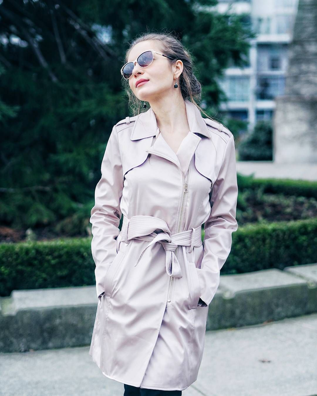 BLOGGED   Find out which are the best transitional trench coats for spring  link in bio  Happy Monday lovelies!
