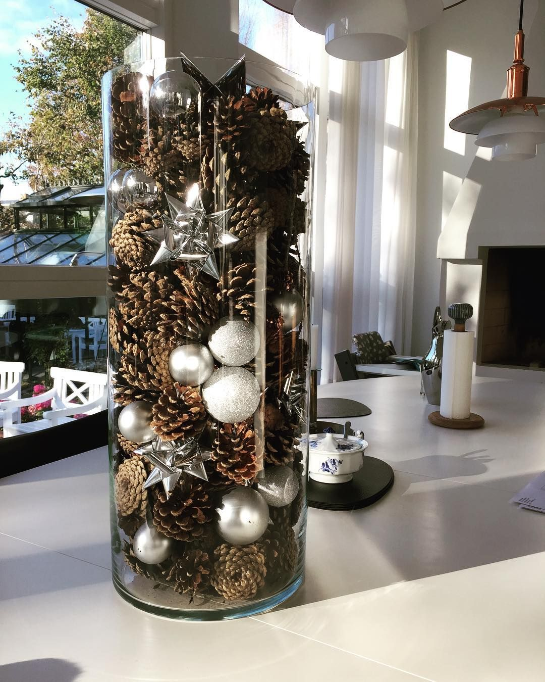 """Dorthe Klitgaard Thomsen on Instagram: """"A simple and easy way to create beautiful Christmas decorations ��������#thechristmashome #Christmas #decoration #koglerogkugler #jul2017…"""""""