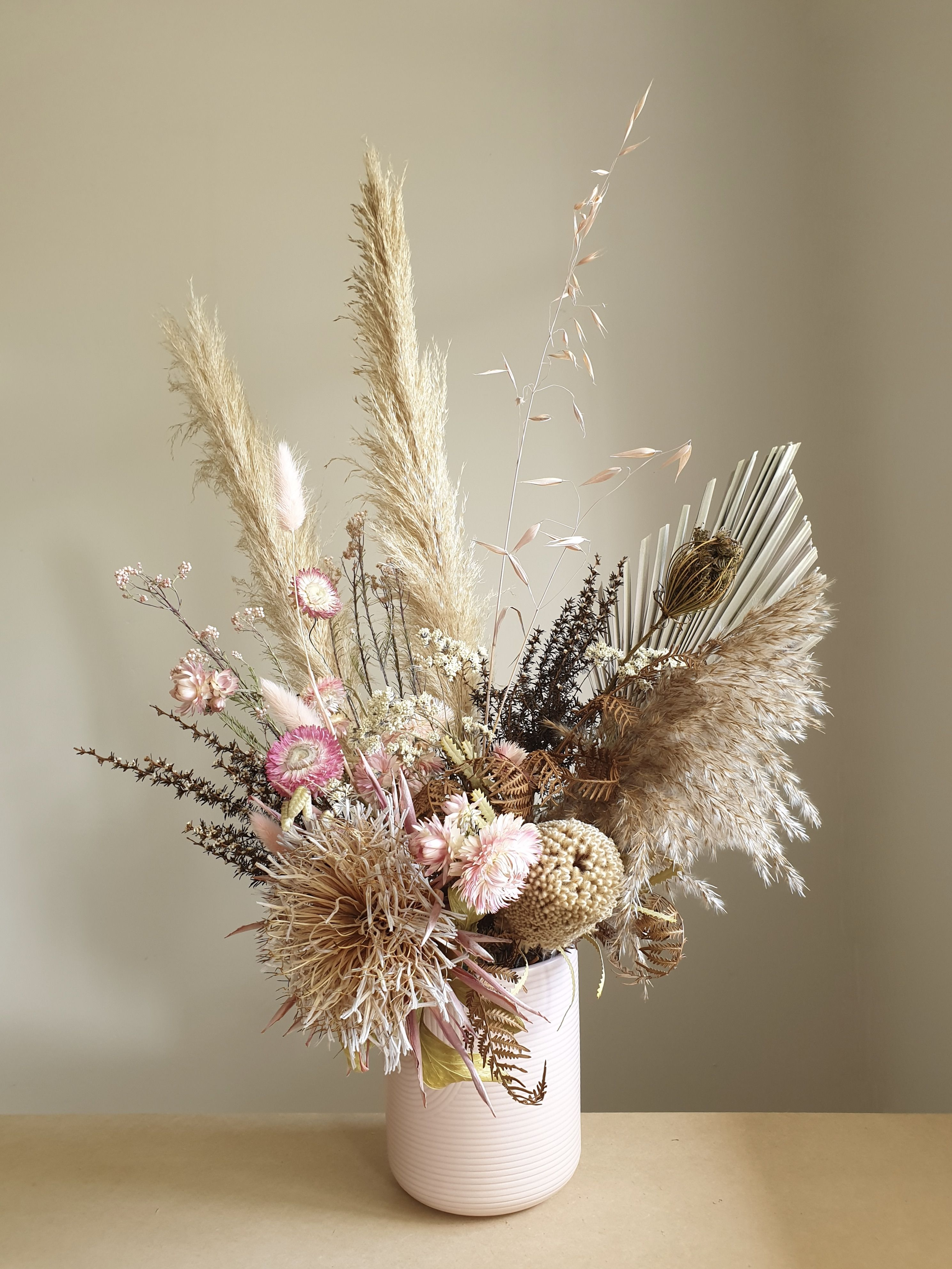 Dried Flower Arrangement With Pampas In 2020 Dried Flower Arrangements Rustic Flower Arrangements Flower Arrangements