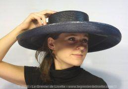 """Large chapeau bleu foncé, au look très vintage, de la marque anglaise """"Philip…"""