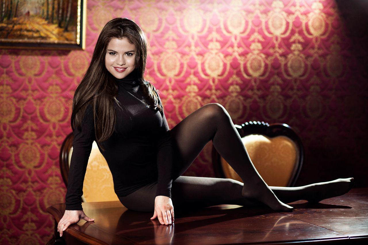 Gomez stockings selena Selena Gomez