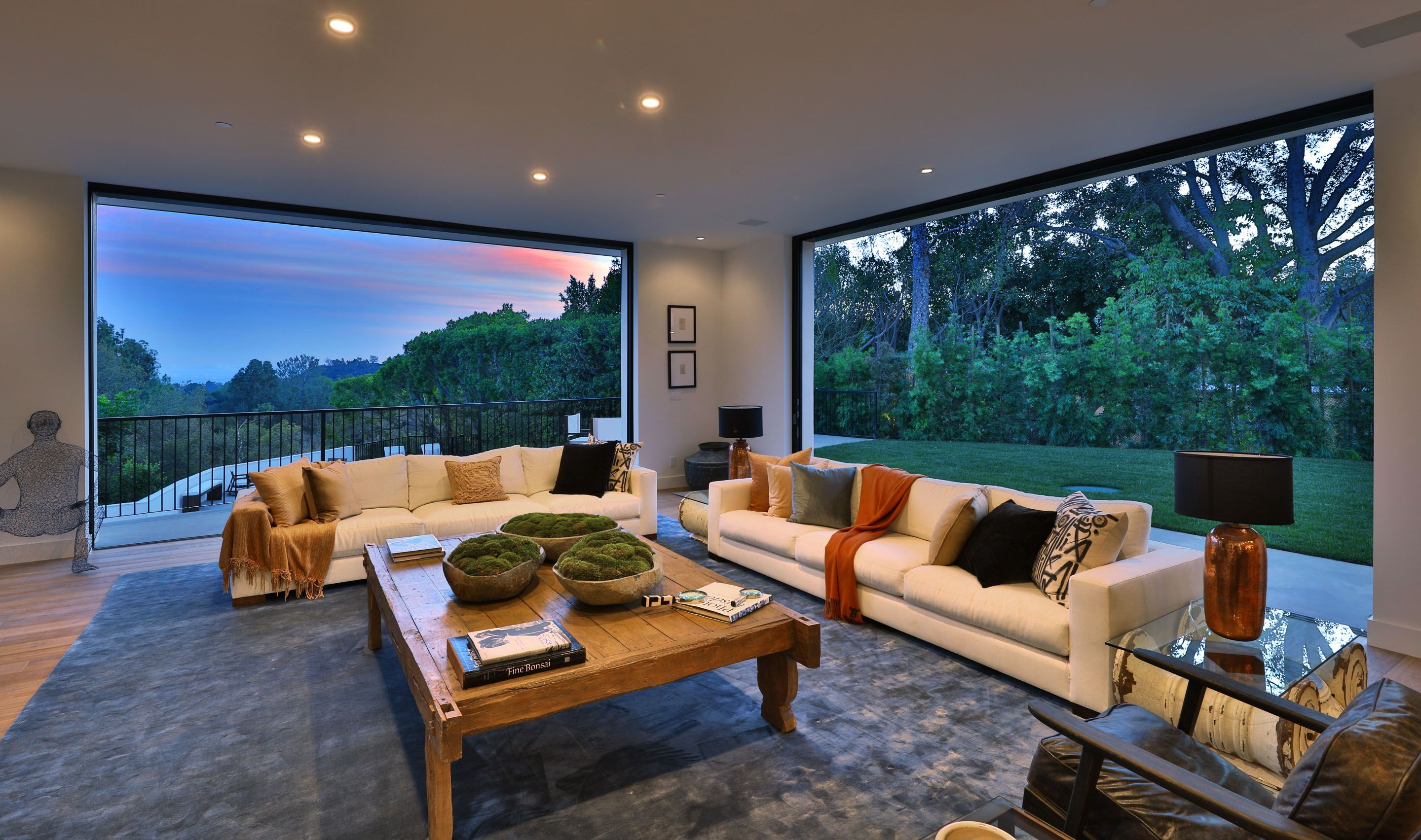 Modern luxury living room with view (With images) | Luxury ...