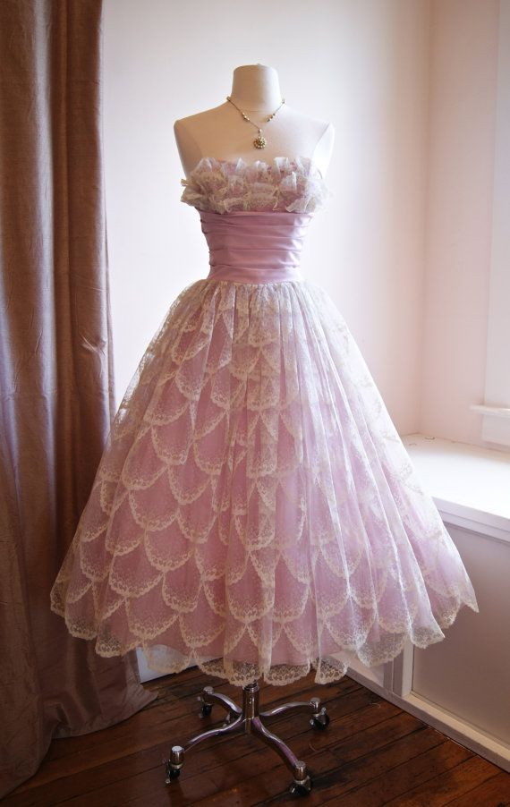 Vintage 1950s Prom Dress in Lilac Scalloped Lace by xtabayvintage ...