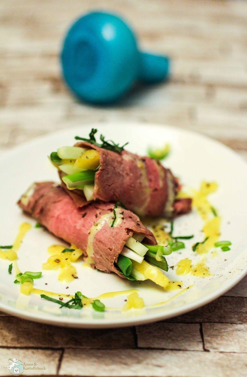 schnelle Vorspeise mit Roastbeef, Mango und Rindfleisch, Rezept mit Roastbeefröllchen, schnelle Honig-Senf-Majo