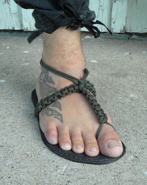 Paracord Projects | Paracord Sandal Making | Barefoot Bushcraft