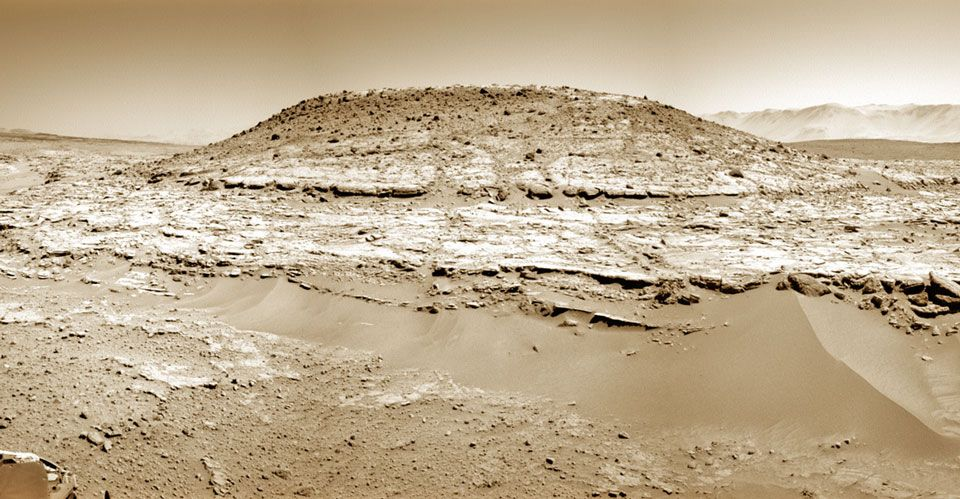 Curiosity Inspects Mt. Remarkable on Mars