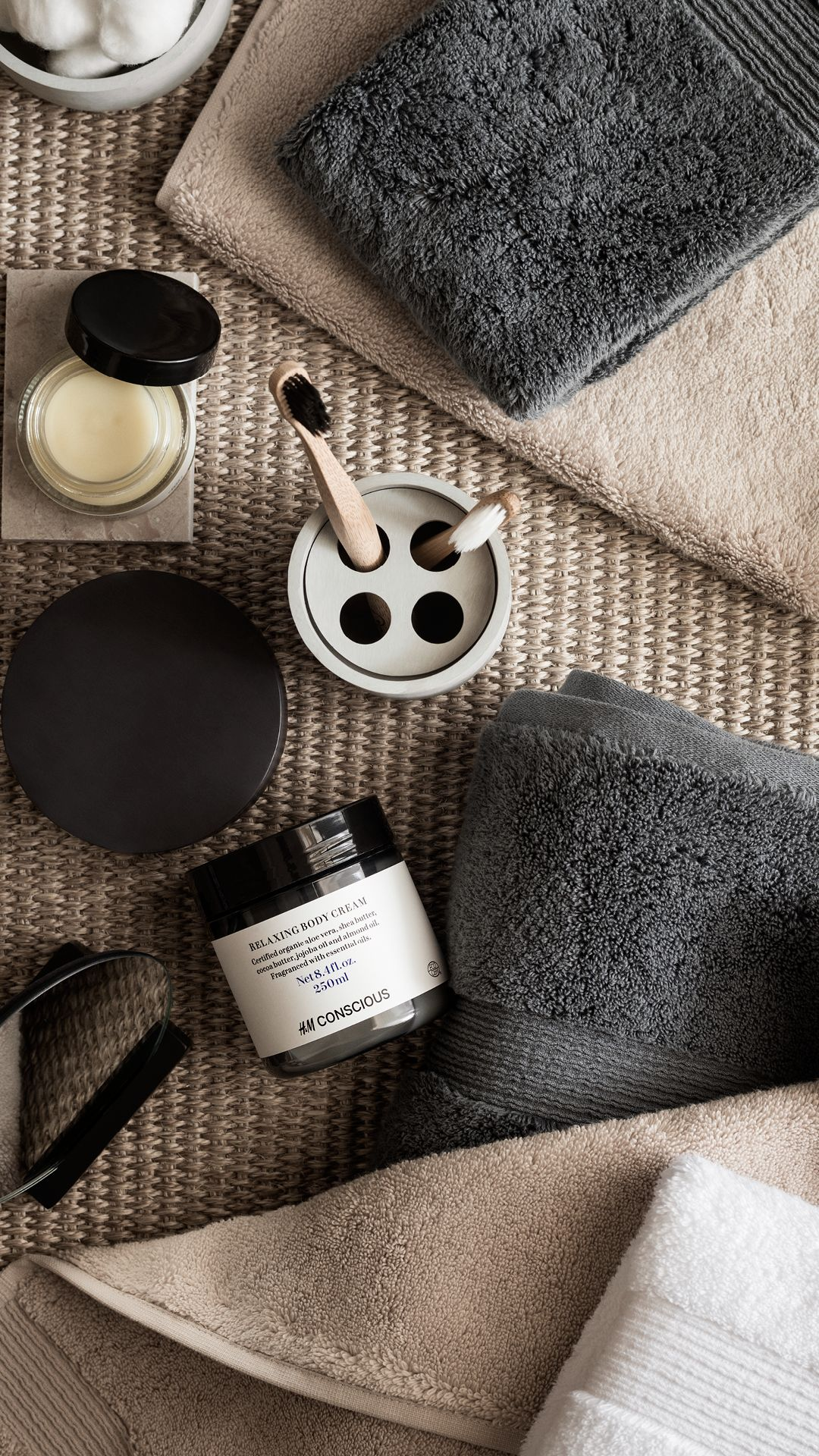 Badkamer Accessoires H&m Spruce Up Your Bathroom With Modern Accessories And Plush Towels