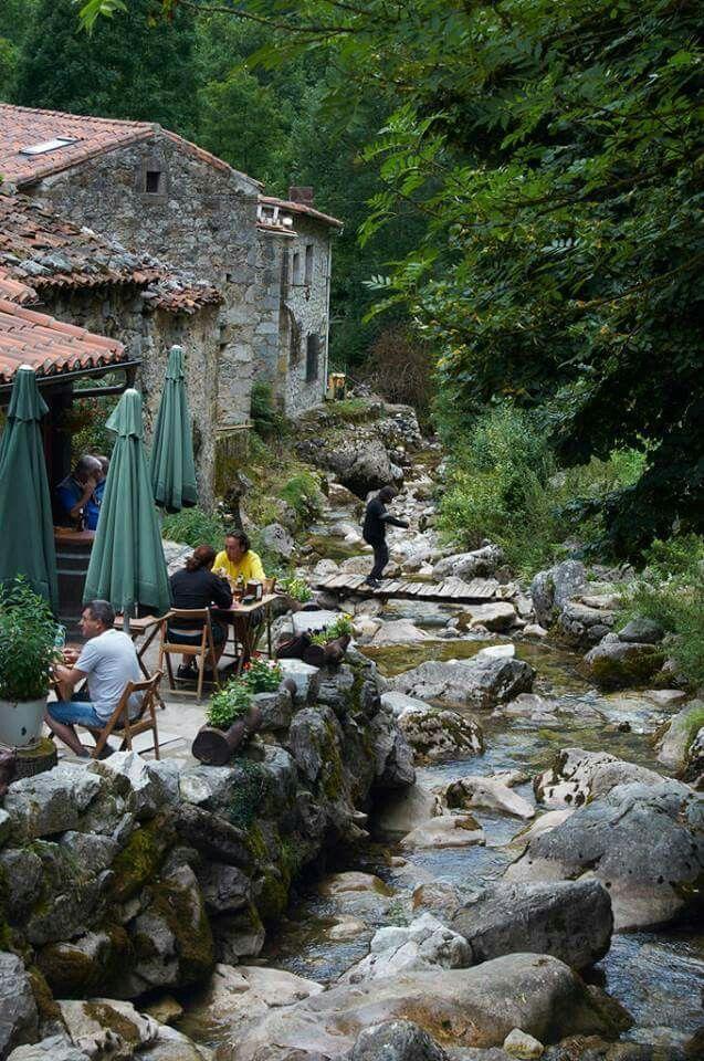 Bulnes asturias qu bonita es espa a en 2019 viajar for Lugares turisticos para visitar en espana