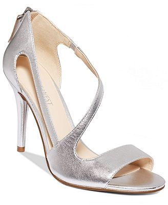 Nine West Simplistic Asymetrical Evening Pumps Come In Gold