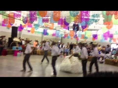 62512827d27 ▷ Traditional Mexican Quinceañera