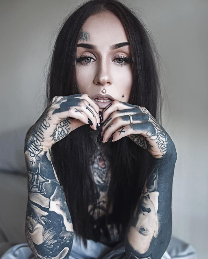 Girl with tattoos nude makeup kiss and makeup pinterest for Nude tattooed chicks