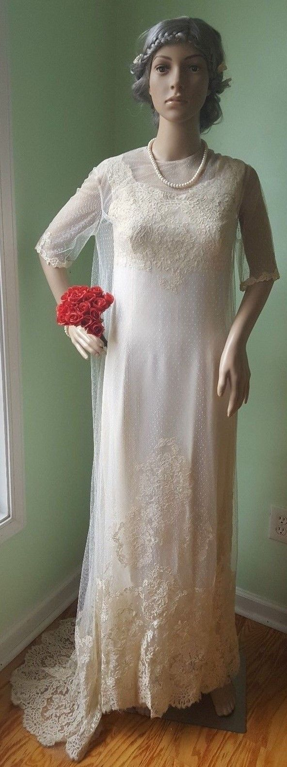 40s wedding dress  VTG Unique Tulle Lace Wedding Dress with Cape from the usus