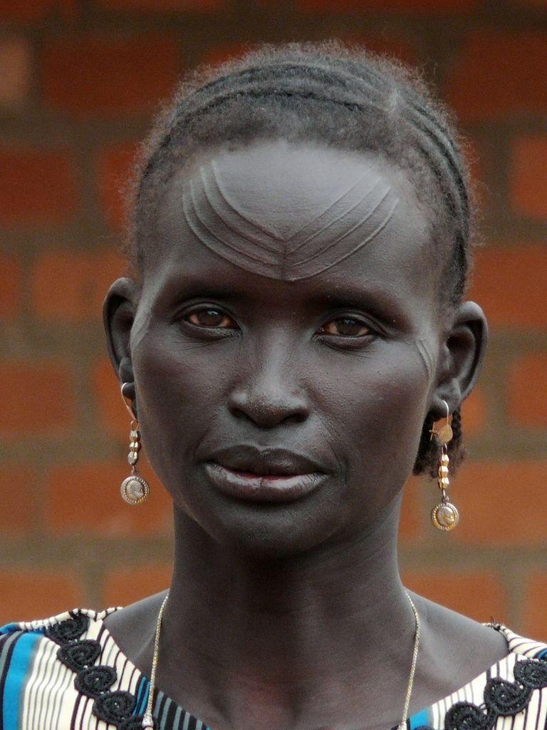 Africa  Atuot Lady, Agany Al Buhayrat, South Sudan -3648
