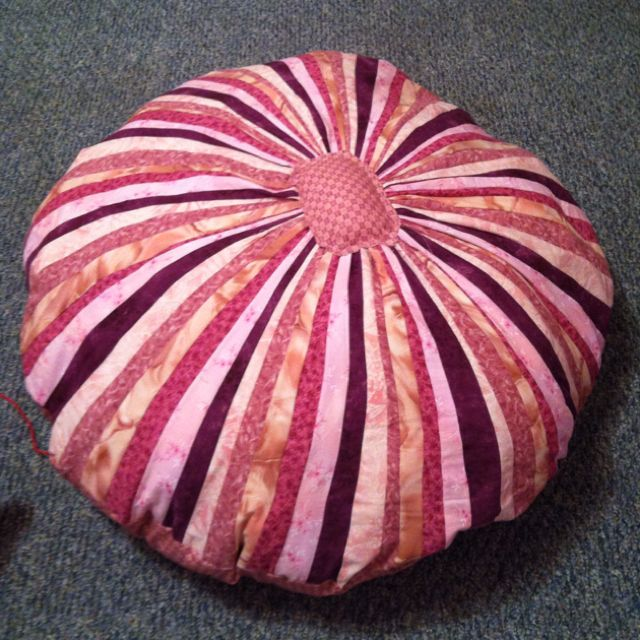Jelly roll floor pillow   sewing   Pinterest