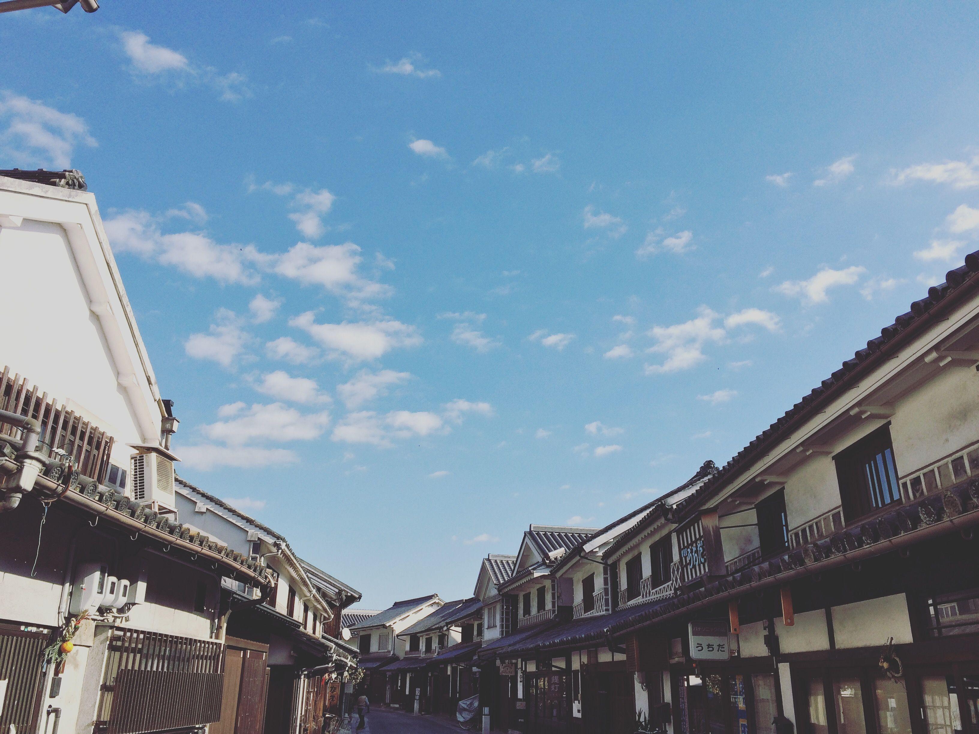 マルゴデリ 倉敷駅のお店。 COFFEE & FRESH JUICE  岡山県倉敷市にある町並み保存地区。 白壁の町・文化の町として有名な倉敷は、江戸時代、天領として栄えた商人の町でもありました。 その中でも美観地区の町並みは、古き情緒を今も色濃く受け継いでいます。 来るたびに新しい発見。 何度でも訪れたくなる魅力的な町、倉敷。  そんな倉敷美観地区への 散歩のおともにオススメのお店が 岡山の玄関口、倉敷駅にあります。  「マルゴデリ 倉敷駅のお店」 岡山生まれの フレッシュジュースとコーヒーがおいしいお店です。 オーダーを受けてから一つ一つ丁寧につくる 果物王国ならではのフレッシュジュース。 焙煎士が豆から厳選してローストしたオリジナルブレンドの、香り高いコーヒー。  種類も豊富で 季節ごとに旬なメニューを展開。  倉敷駅をご利用の際はぜひ お立ち寄りください♩  岡山県倉敷市阿知1丁目1-1サンステーションテラス倉敷2F @maru5delisansutekurashiki http://maru5deli.com