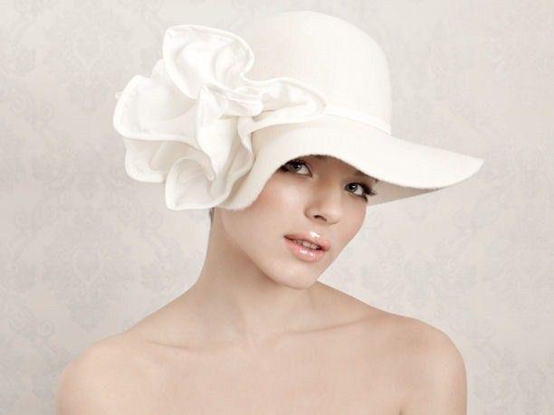 Velo da sposa e cappellini  tutte le novità e i copricapi per la sposa 2012 2a74c71af94c