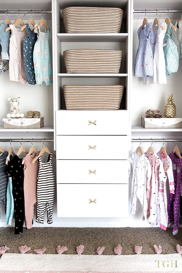Get ideas to organize your babys closet and maximize the space in your nursery. Build this beautiful baby closet for an affordable price - its an easy DIY project. Baby closet organization DIY. Ideas for baby clothes storage. Nursery closet ideas. Toddler closet ideas daughters. Kids closet organization ideas. Childrens closet design. #closet #kids #nursery #kidsbedroom #organization