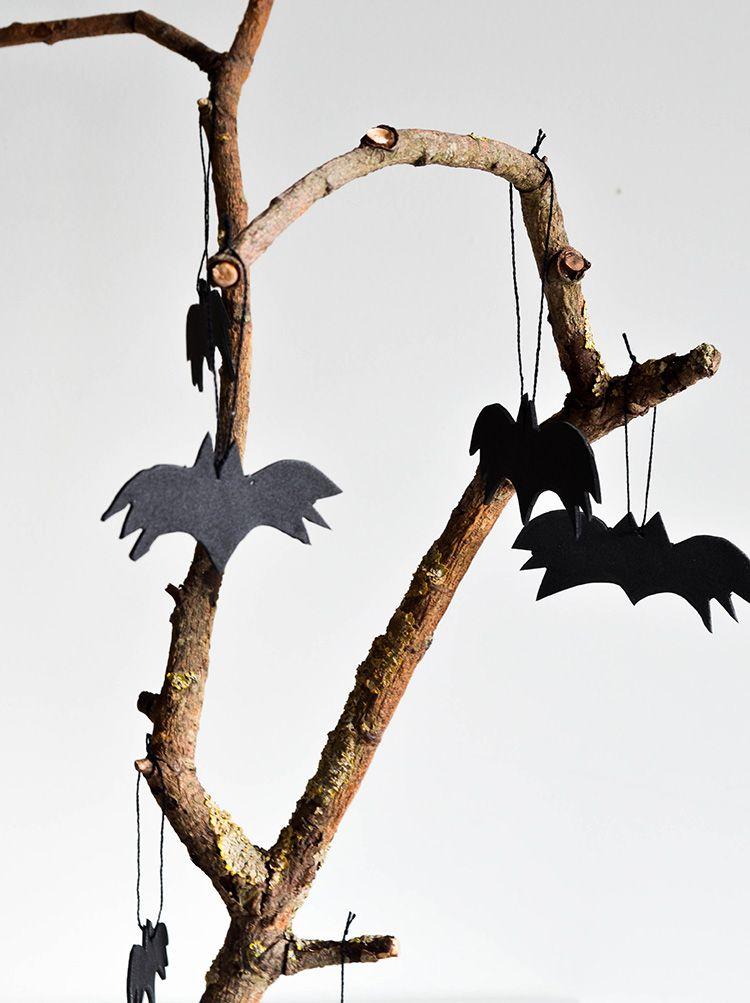 Diy Halloween Bats. Great idea for Halloween #decoration