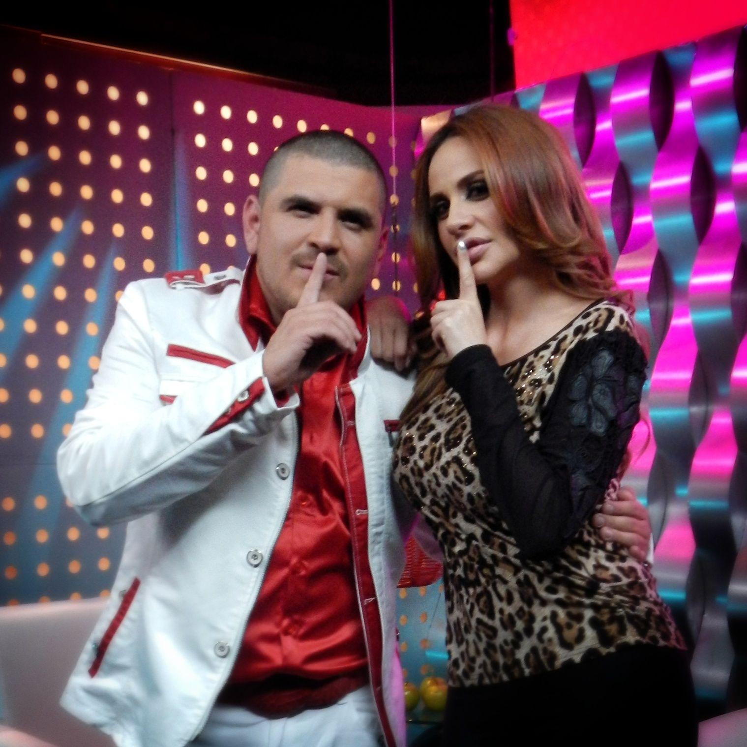Joselyn Juncal en Secreto a Voces de Bandamax con El Komander