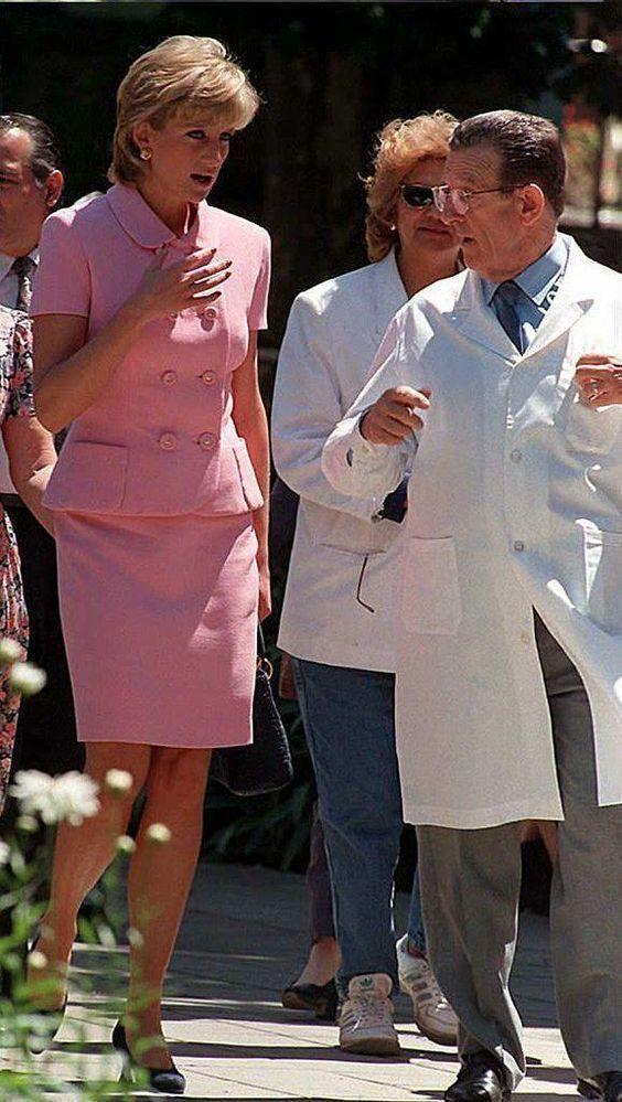 November 24, 1995 Princess Diana visiting the Instituto