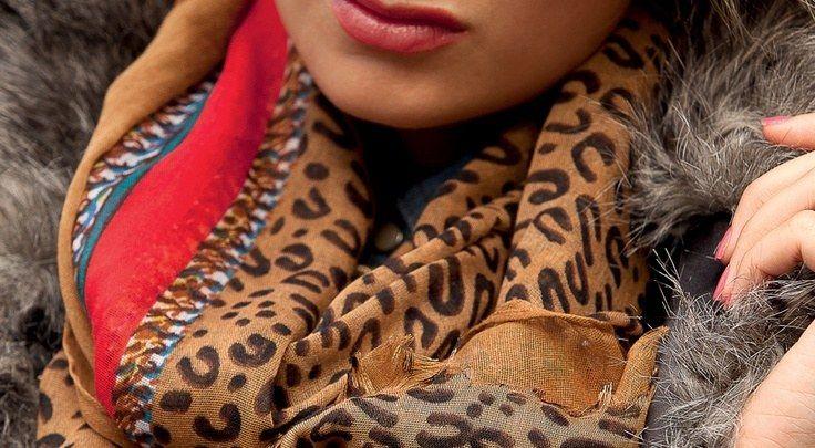 77fa8b8e65e0 S habiller avec un imprimé léopard ou panthère, découvrez le pashmina  imprimé animal,