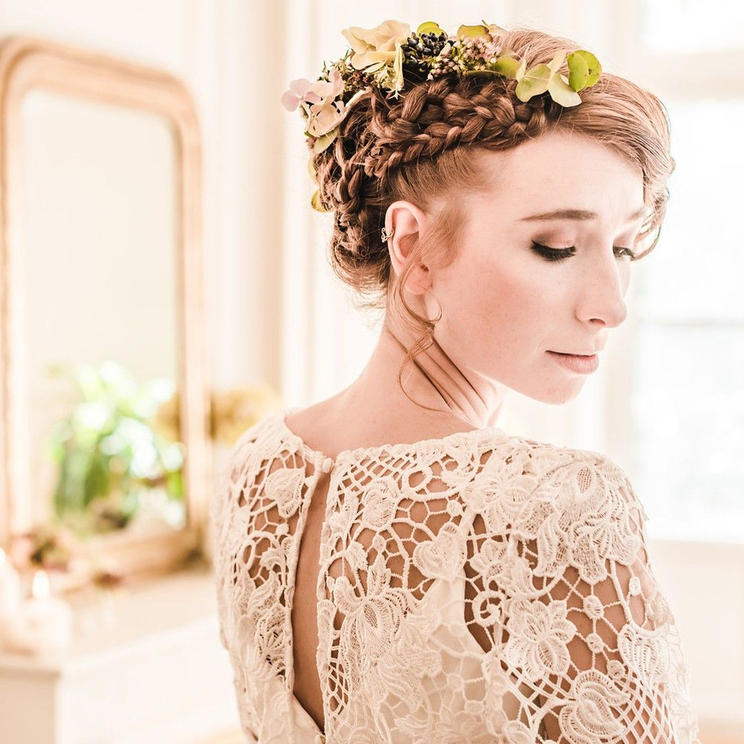 Zoom Sur La Delicate Guipure De Notre Robe Amanda Un Modele Floral Qu On Adore Insta Wedding Coiffure Mariage Flower Girl Dresses