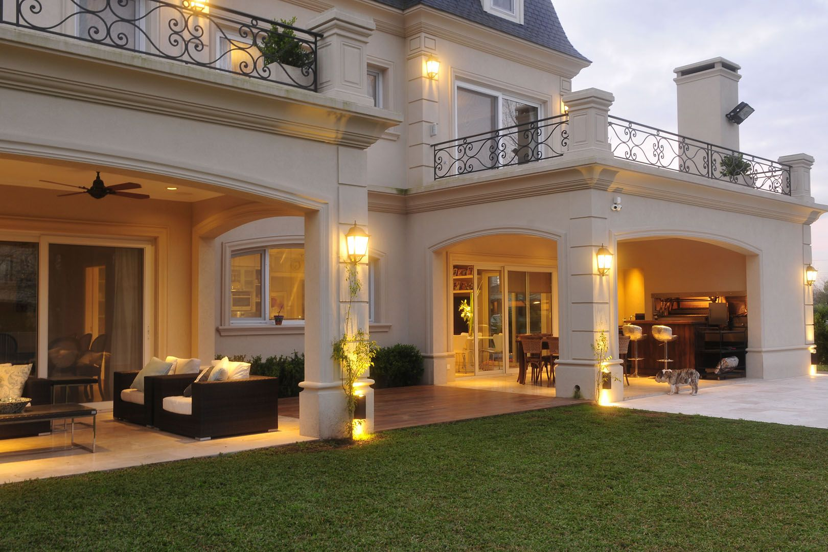 Fern ndez borda arquitectura casas modernas casas con for Fachadas de casas estilo clasico
