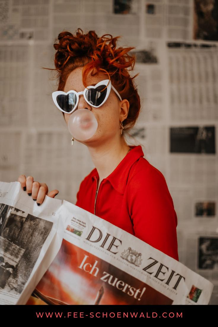 Fee Schoenwald rote Haare Model Porträt Foto Retro Vintage Kaugummi Inspiration Fotografie kreativ Zeitung