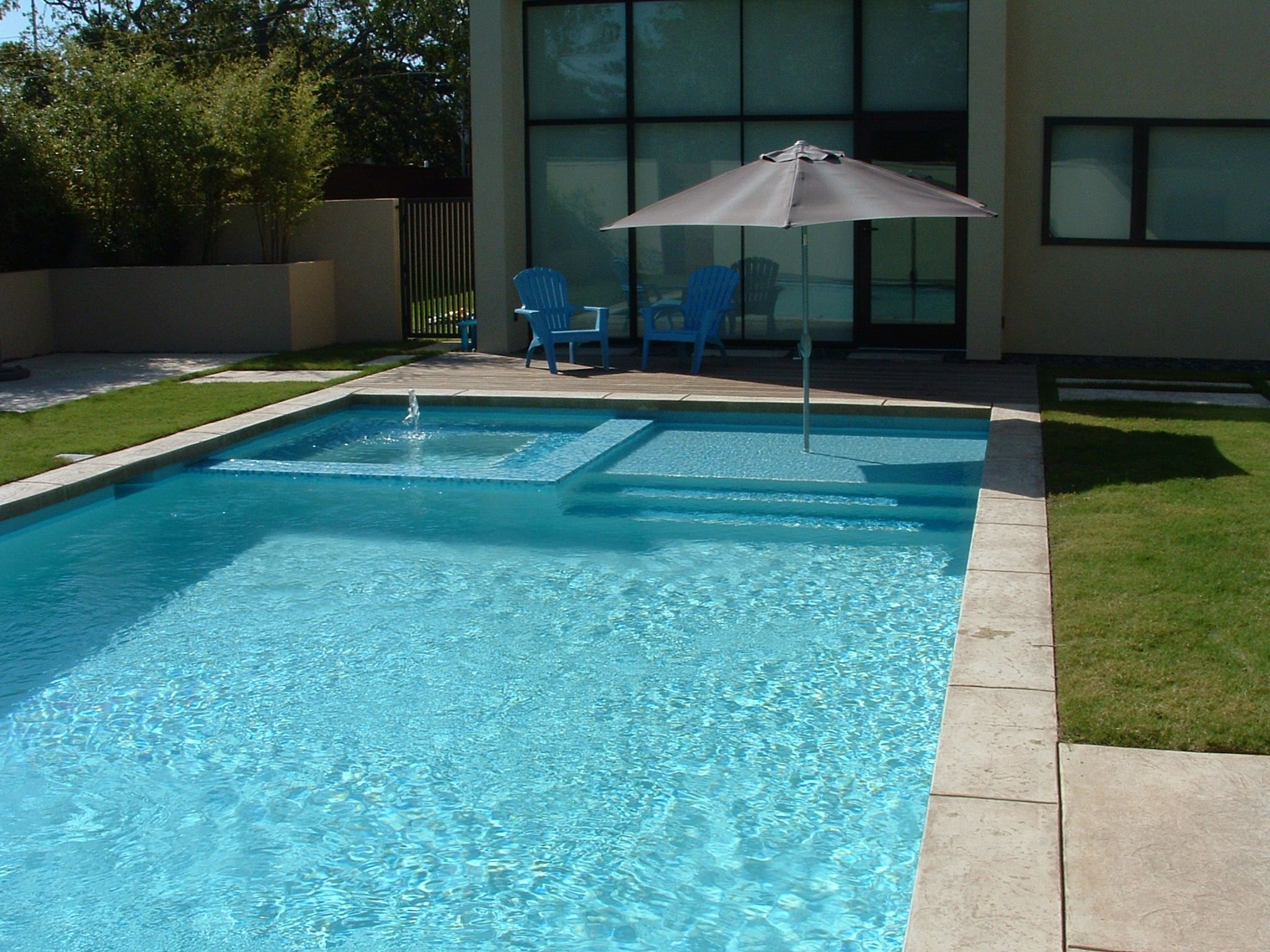 Contemporary swimming pool formal swimming pool dallas for Pool design with tanning ledge