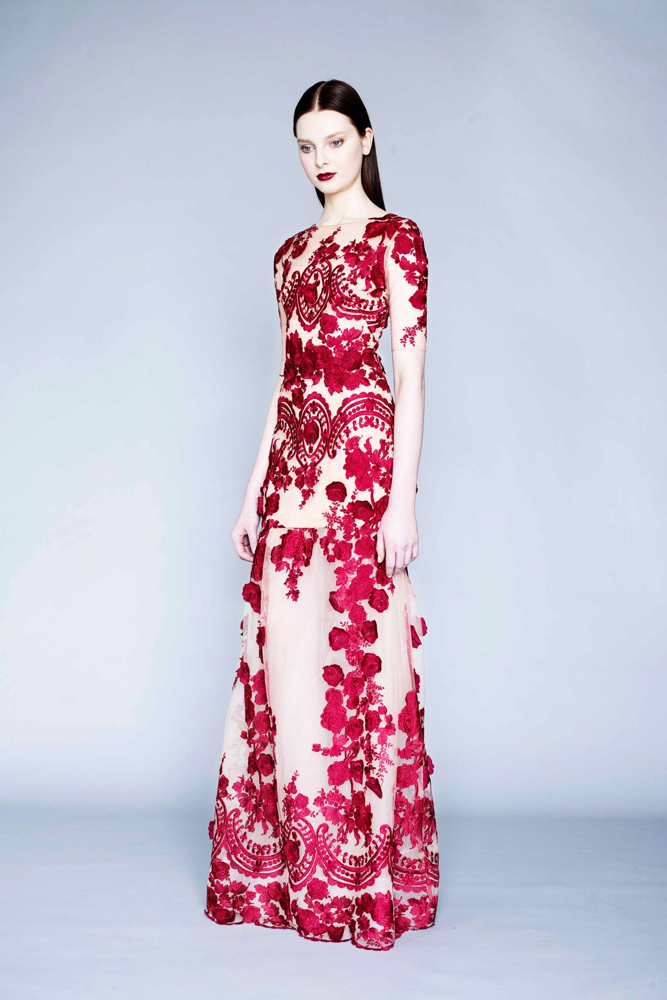 Dramatic scarlet gown at Marchesa Notte - Fall 2015 | Lace ...