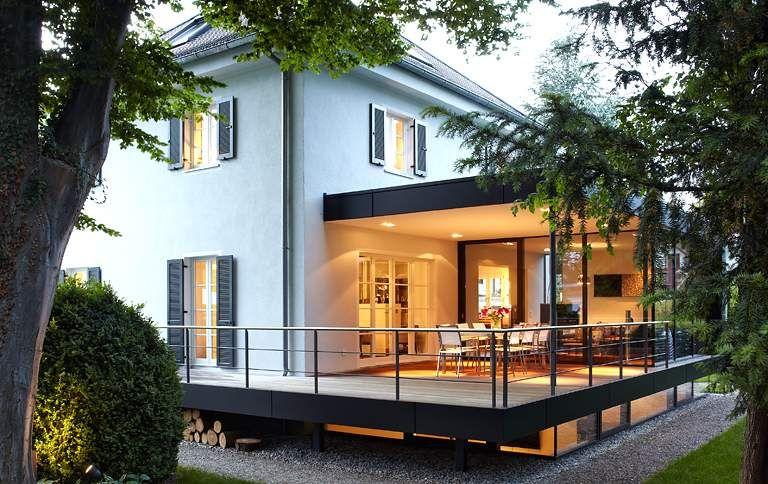 Stadtvilla modern mit anbau  Umbau zur weißen Stadtvilla: Glasanbau für eine Kaffeemühle ...