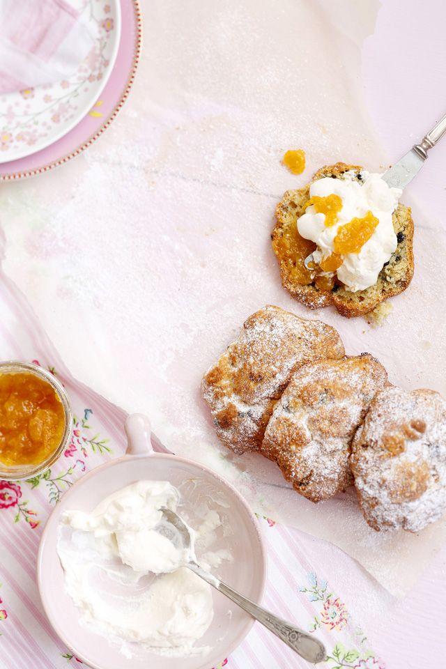 Skonssit ovat englantilaisen teehetken klassikko. Valmista leivonnaisesta makea tai suolainen versio.
