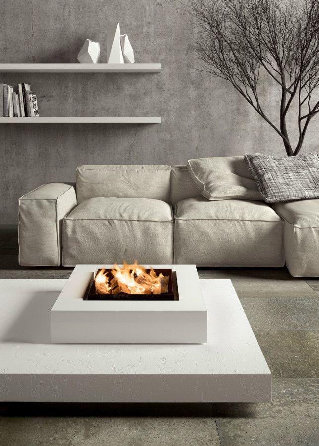 Offene Feuerstelle im Wohnzimmer - freistehender Kamin - fireplace ...