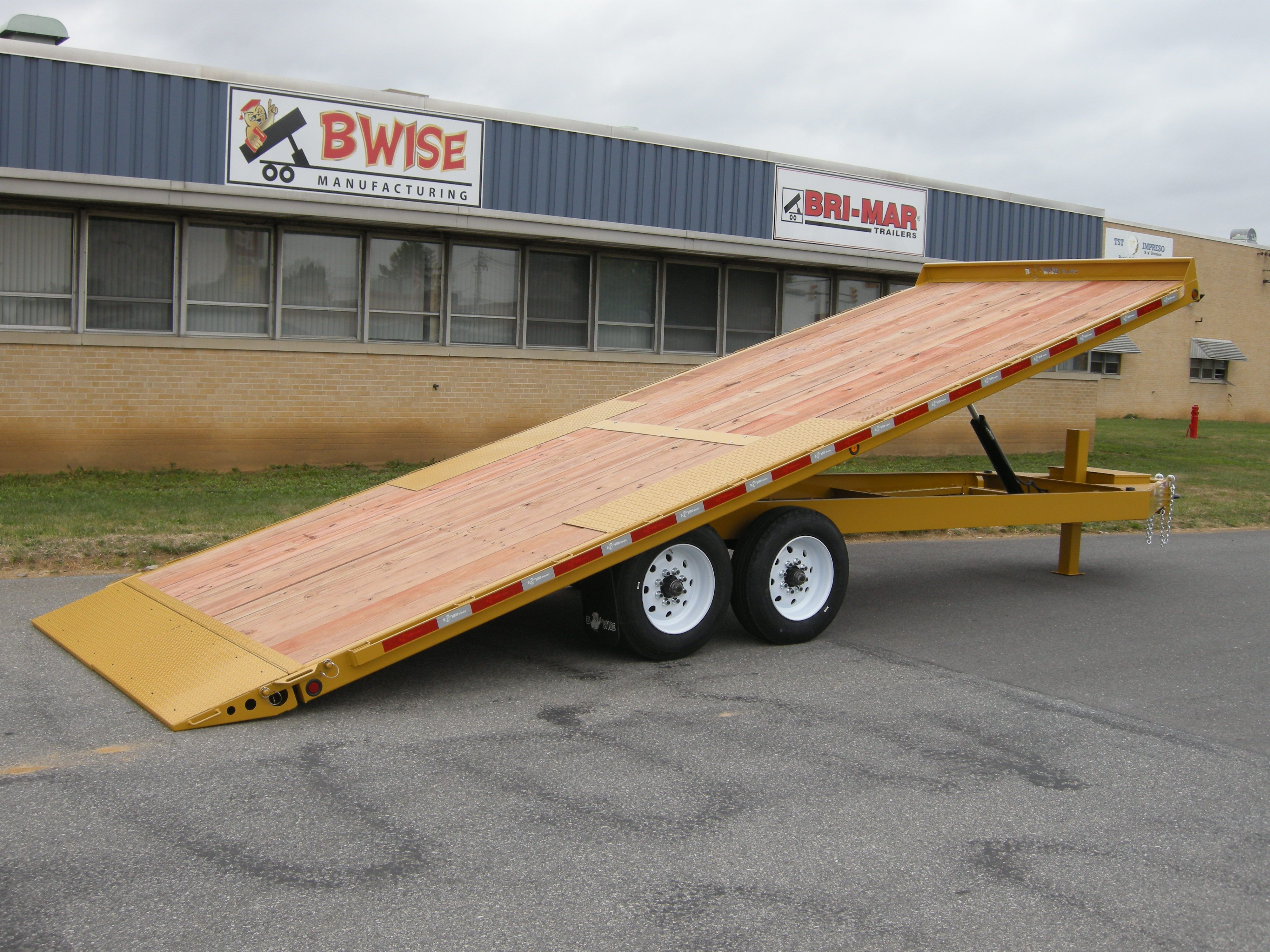 Bwise Manufacturing Offers Many Deck Over Tilt Sizes And Options To Fit Your Needs Our Build Quality And Standard Features Are Tilt Trailer Deck Over Trailer