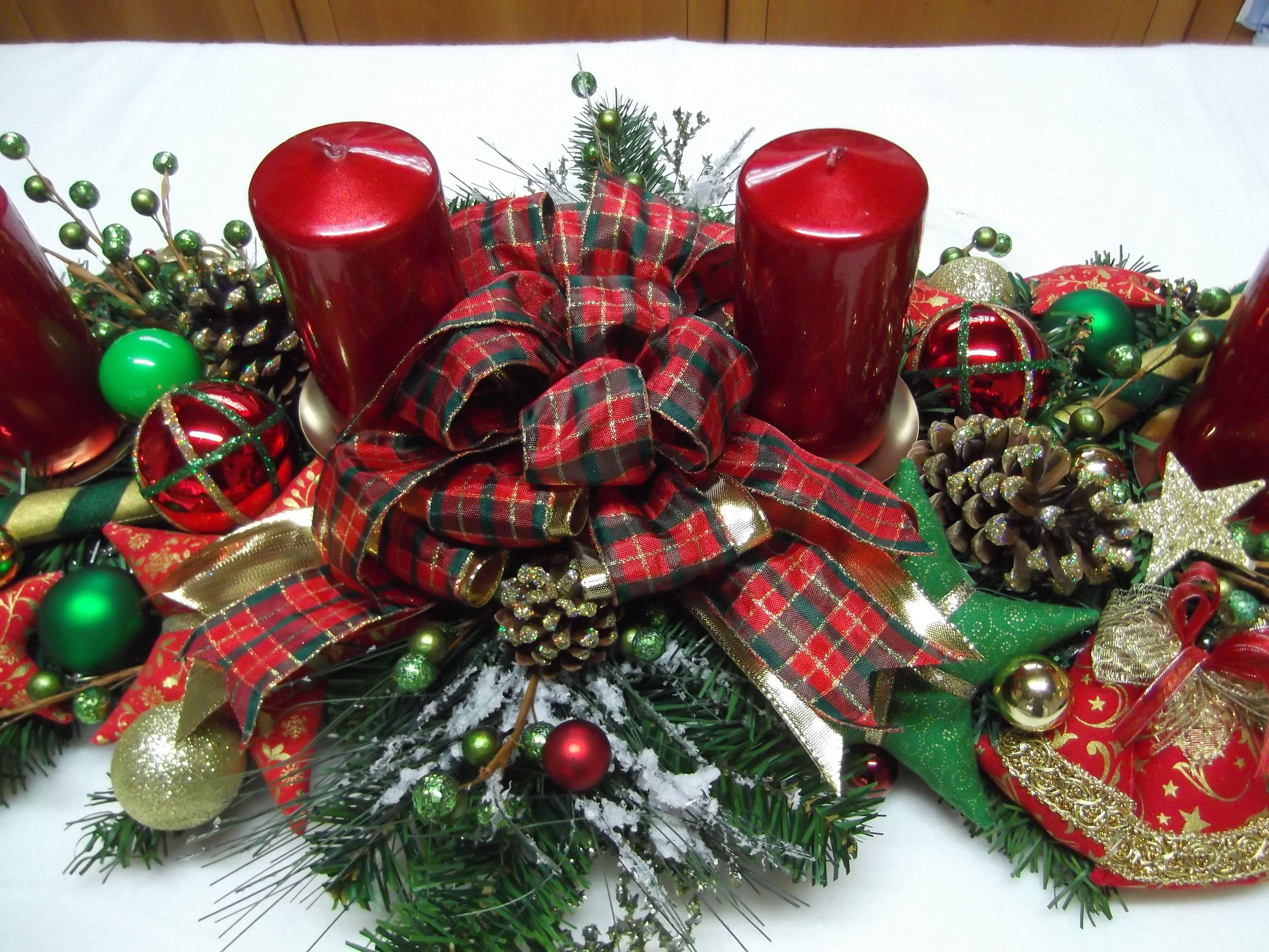 adventsgesteck rot gr n gold weihnachtskr nze christmas. Black Bedroom Furniture Sets. Home Design Ideas